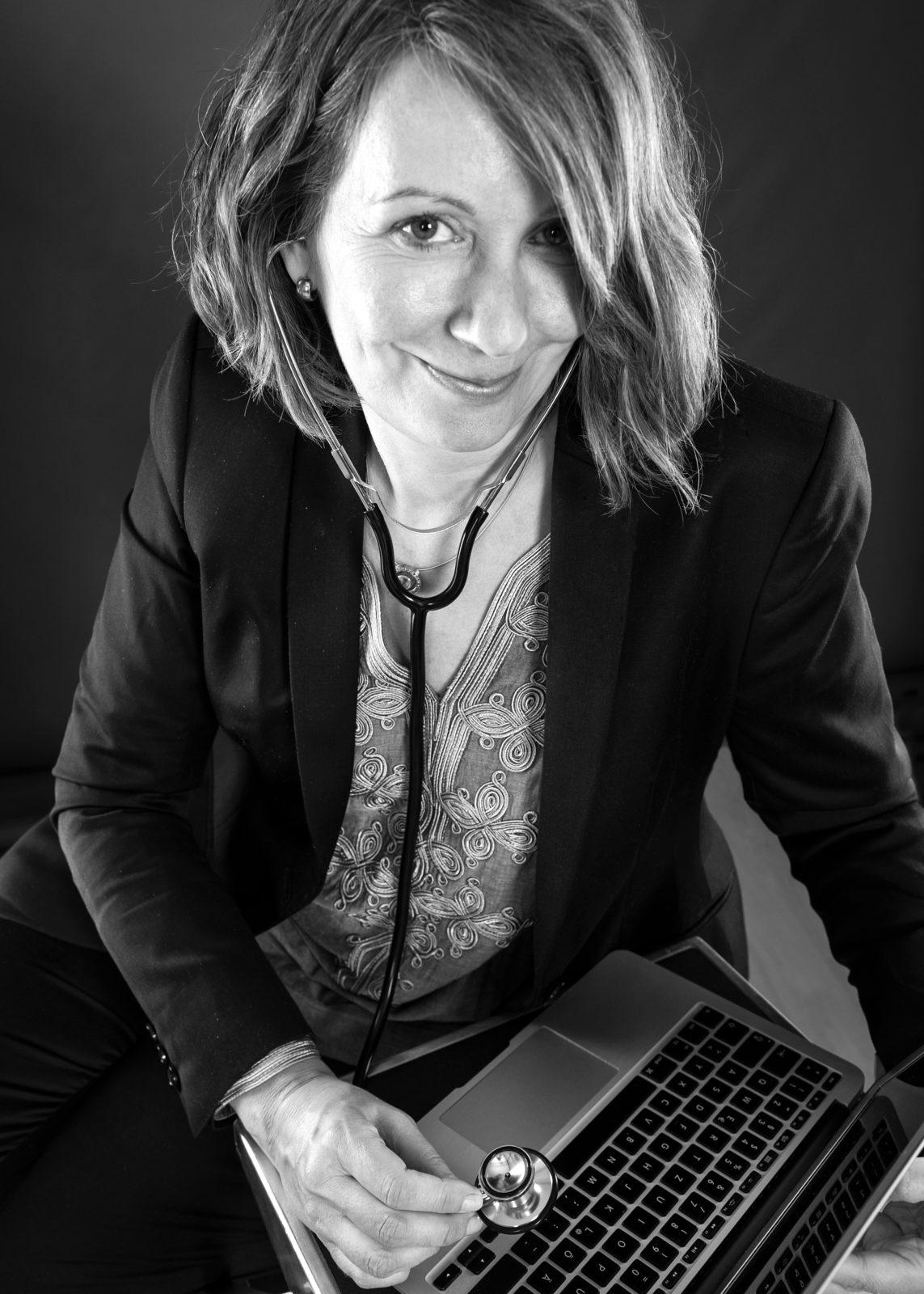 Kerstin Endele, Klinikkommunikation, Krisenkommunikation